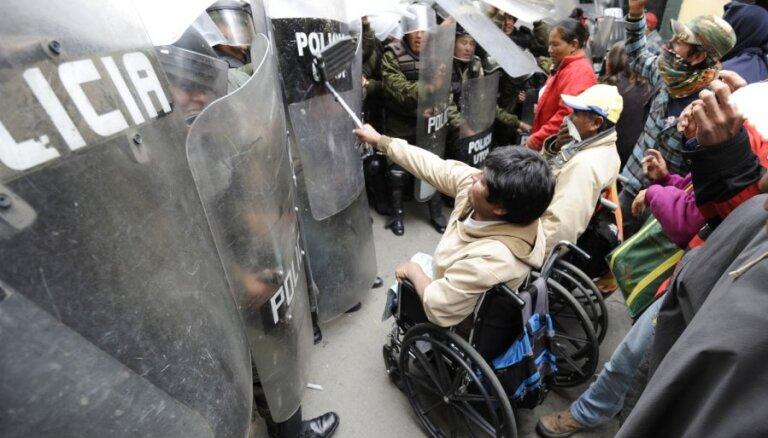 Bolīvijā izceļas sadursmes starp invalīdiem un policiju