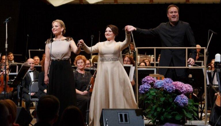 ФОТО: В Юрмале выступили звезды оперы Элина Гаранча и Хибла Герзмава