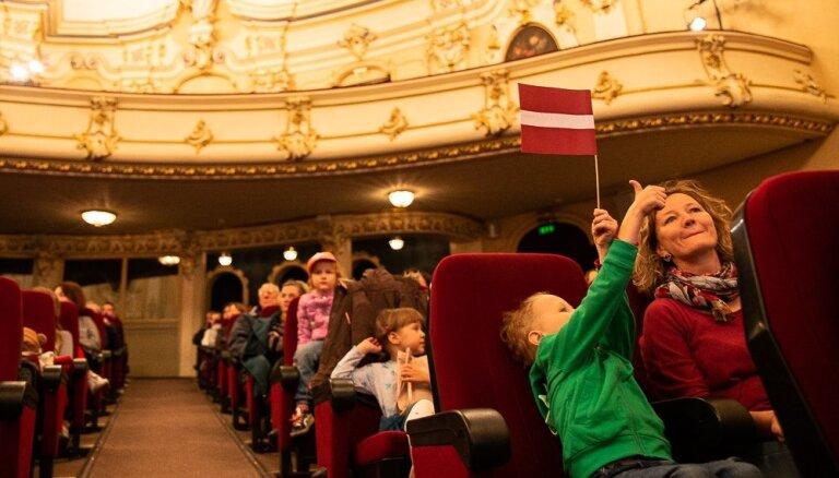 Seansi bērniem, pirmizrādes un pārpildītas zāles – aizvadīts ikgadējais kino maratons