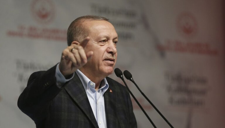 Erdogans aicina Grieķiju ļaut migrantiem doties uz citām Eiropas valstīm