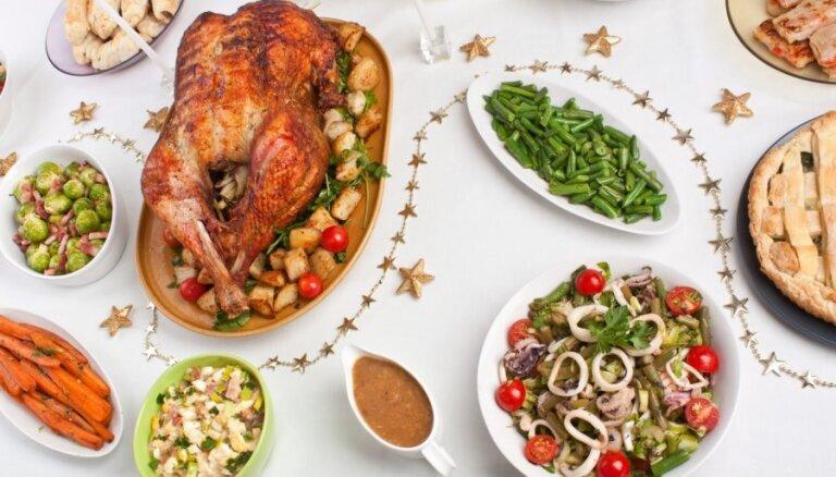 Ziemassvētkiem piestāv bagātīgi klāts galds un pēc ģimenes receptēm gatavoti ēdieni