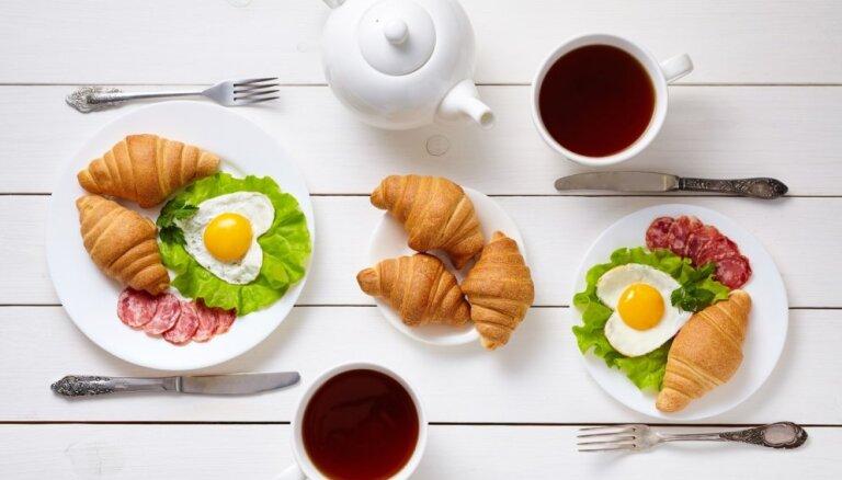 Romantiskās brīvdienu brokastis – 14 receptes, ar ko palutināt mīļoto