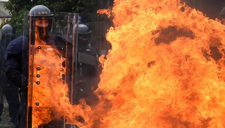 Foto: Īru 'Garda Siochana' pirms 'Brexit' trenējas savaldīt protestus