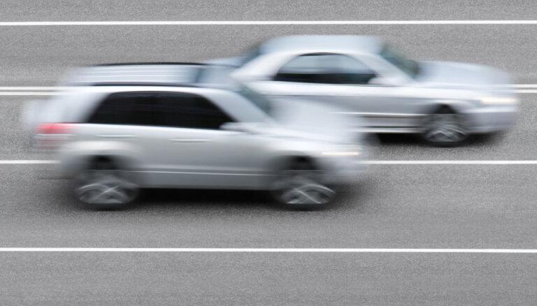 На шоссе Рига — Вентспилс остановили лихача, гнавшего на BMW со скоростью 165 км/ч