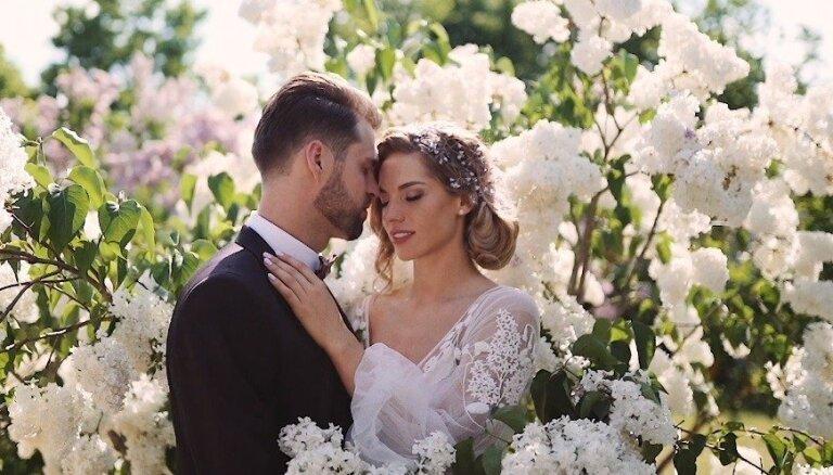 Latvijas šovbiznesa skaistākais pāris publisko emocionālu kāzu video