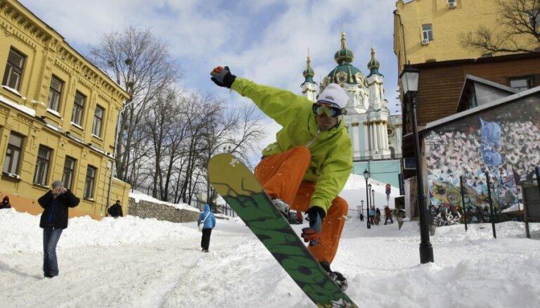 Pēc vērienīgā sniegputeņa Kijeva gatavojas plūdiem