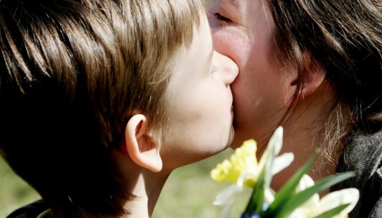 Trešo bērnu īpatsvars – augstākais pēdējo 30 gadu laikā; LM godina Mātes dienu