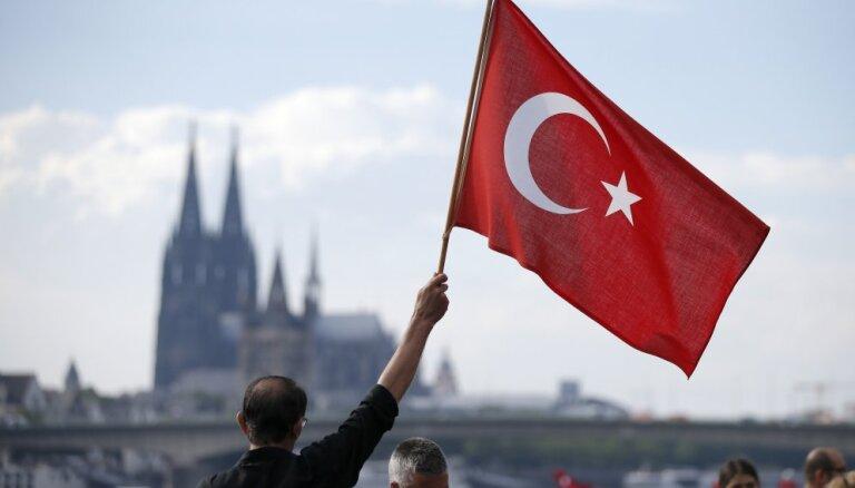 В Турции задержали 1098 человек по обвинению в причастности к путчу