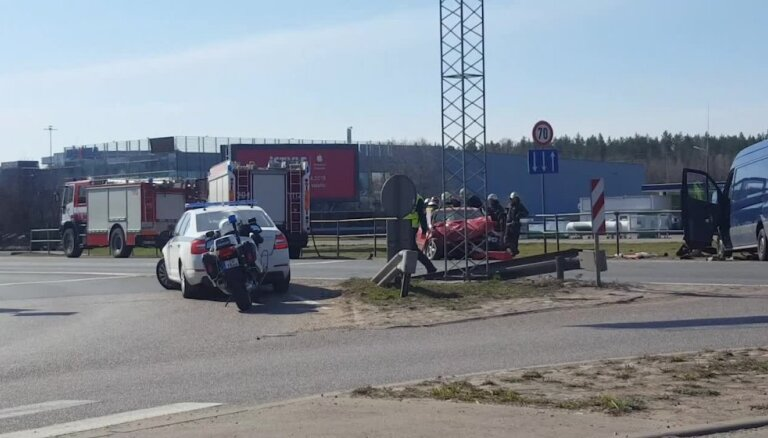 ВИДЕО: Серьезная авария на Баусском шоссе, пострадали четыре человека