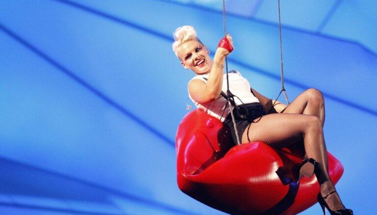 Журнал Billboard назвал Пинк женщиной года