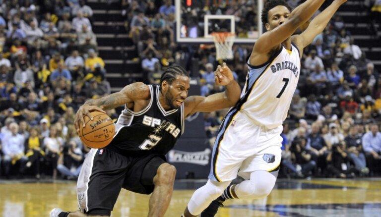 Bertāna pārstāvētā 'Spurs' sasniedz NBA Rietumu konferences pusfinālu