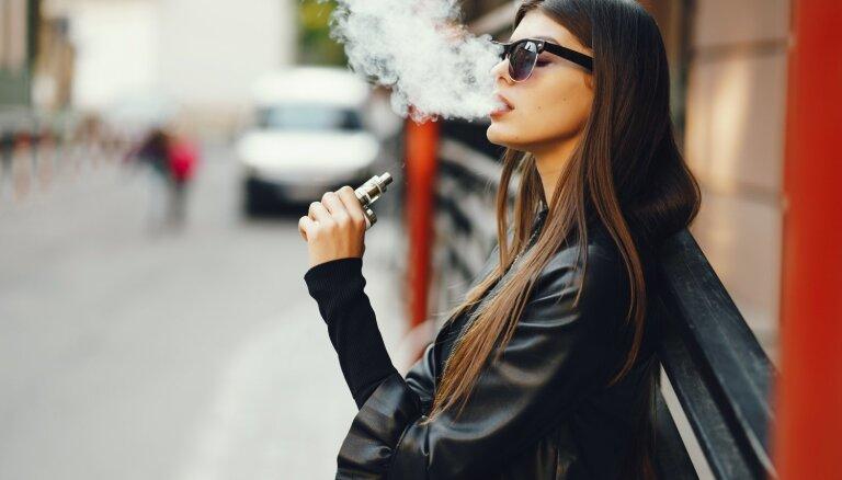 Mazāk kaitīgas un neveido atkarību – izplatītākie mīti par elektroniskajām cigaretēm