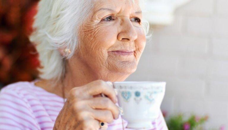 ЦСУ: больше всех в Латвии нуждаются одинокие пожилые люди