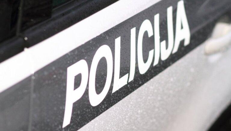Policija ballītē Rīgā aiztur 13 apreibinājušos jauniešus un uziet narkotikas 1000 latu vērtībā