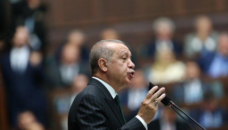 Erdogans kritizē Sorosu par palīdzību apcietinātajam turku filantropam