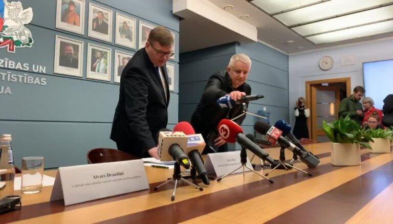 Juris Pūce skaidro Nila Ušakova atstādināšanu no amata
