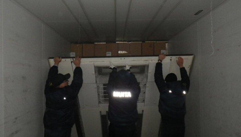 "Грузовик с ""секретом"": таможенники изъяли более 1 млн. сигарет"