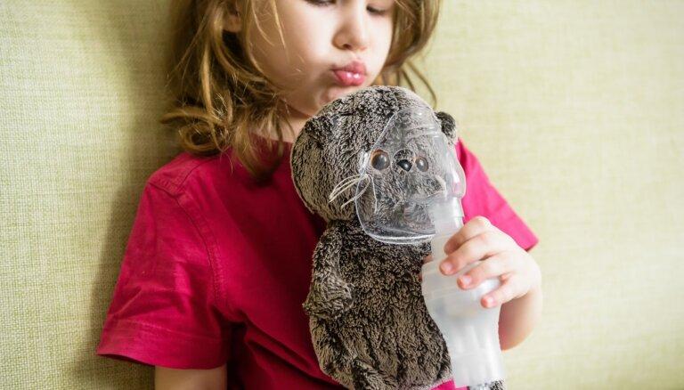 Inhalators rada atkarību un slimība rodas galvā: alergoloģe kliedē izplatītākos mītus par astmu