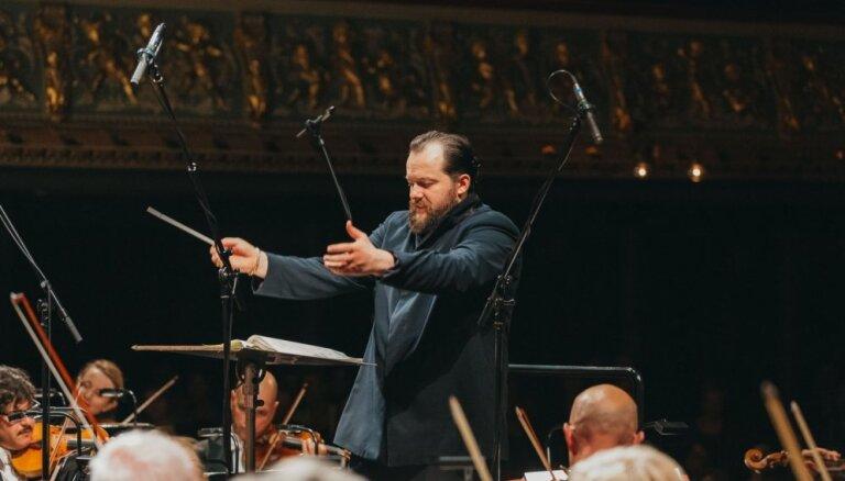 Ar stāvovācijām izskanējuši Nelsona un Leipcigas 'Gewandhaus' orķestra koncerti Latvijā
