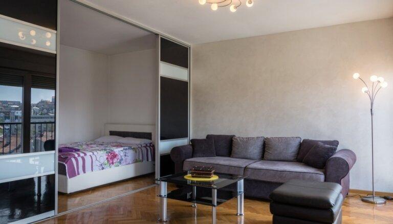 Dzīve šaurībā: kā vienistabas dzīvoklī atrast vietu gultai