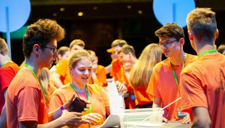 Jaunos 'zaļās fizikas' talantus aicina pierādīt zināšanas 'FIZMIX Eksperiments' konkursā