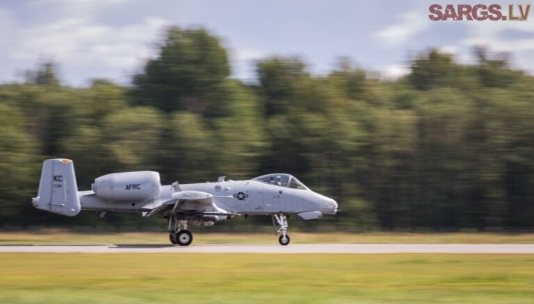 Штурмовики США отработали приземление и взлет на шоссе под Таллином