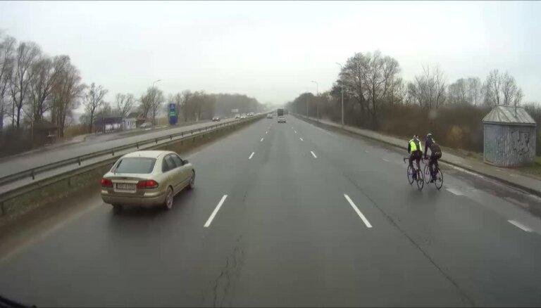 Druvis Paeglis: Autovadītāju un velobraucēju attiecības uz ceļa nav iepriecinošas
