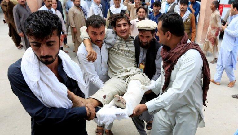 Pašnāvnieka uzbrukumā Afganistānā bojā gājuši 13 cilvēki