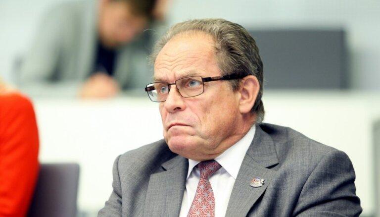 Reģionu apvienība prasa nekavējoties iecelt pilnas slodzes veselības ministru