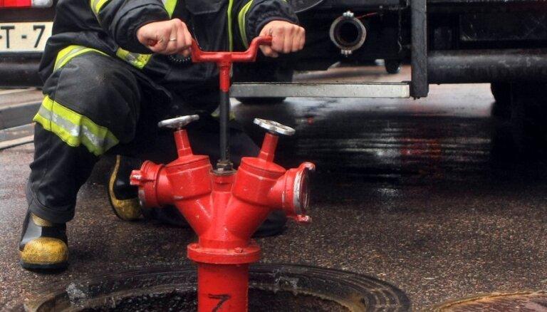 Koka šķūņu ugunsgrēkā Rīgā iet bojā cilvēks