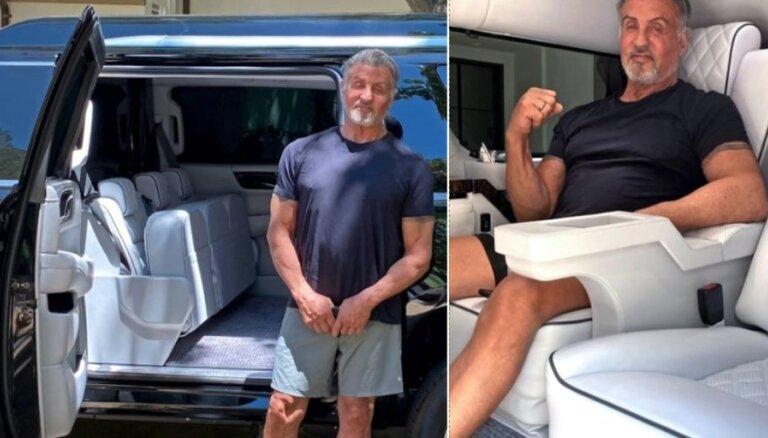 Foto: Silvestrs Stallone tirgo savu individuāli pielāgoto 'Cadillac' apvidus limuzīnu