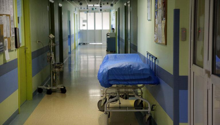 В Латвии зарегистрирована ещё одна смерть от Covid-19, жертвой болезни стал пожилой мужчина