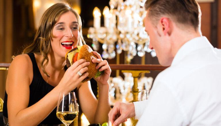Женщины ходят на свидания ради того, чтобы бесплатно поесть