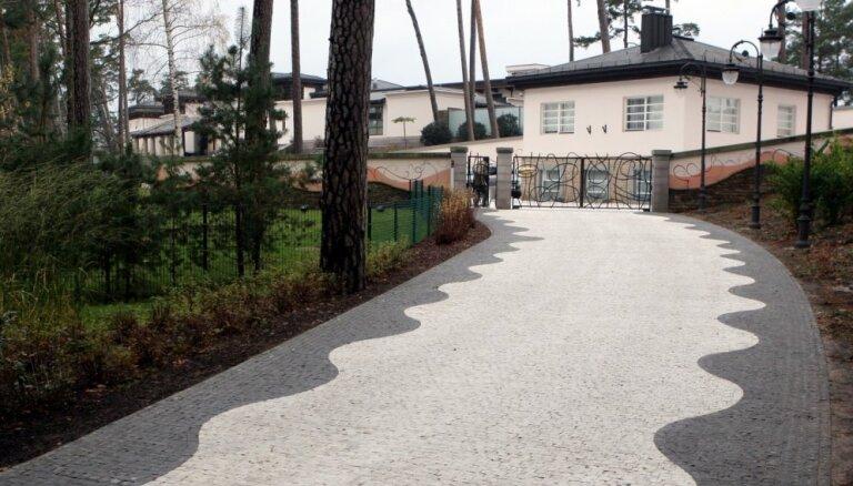Raidījums: Jūrmalā dod atļauju Kargina ģimenei celt viesu namu pašā jūras krastā