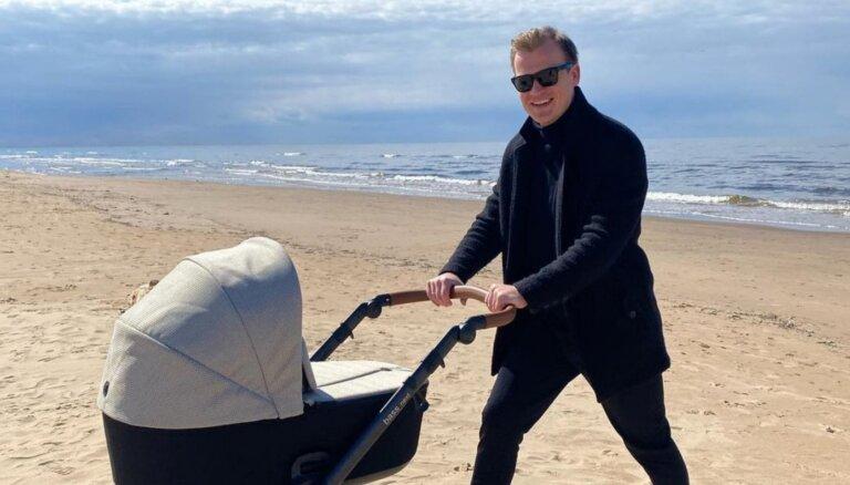 Nepilnu gadu pēc kāzām Rihards Lepers kļuvis par tēvu
