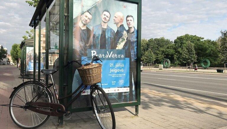 Jelgavā velo ekskursijas laikā izzinās grupas 'Prāta Vētra' gaitas