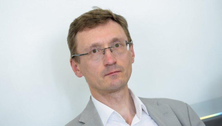Pastāv iespēja savākt parakstus Saeimas atsaukšanas rosināšanai, vērtē sociologs