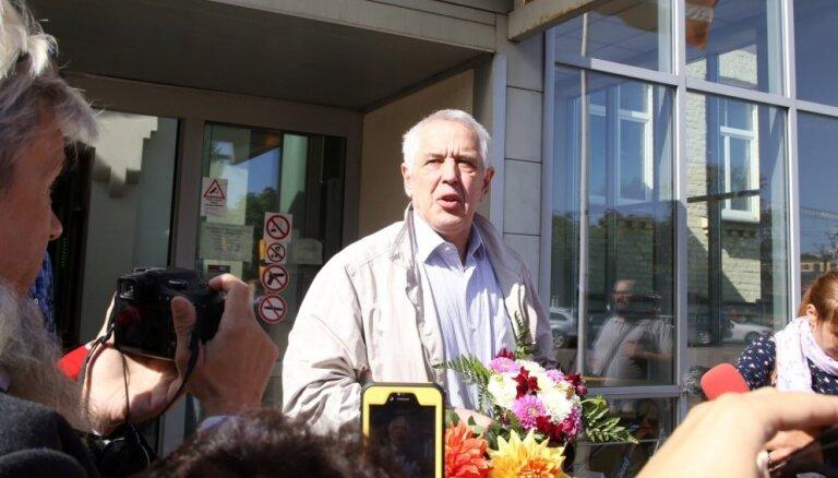 Tiesa Gapoņenko atbrīvo no apcietinājuma