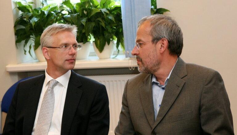 'Delfi' no Strasbūras: EP finanšu noziegumu izpētes komitejā iekļauj Kariņu un Zīli