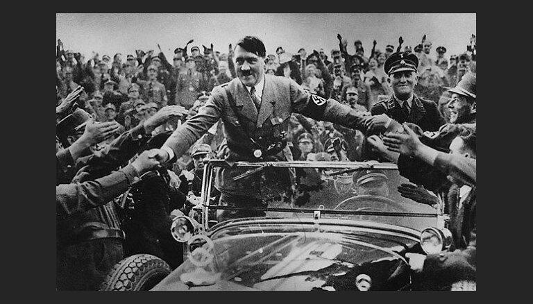 Vēsturnieki atklājuši satraucošus faktus par Hitlera vīrišķo mantību