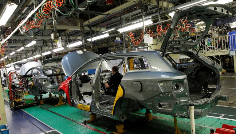 Bezvienošanās 'Brexit' gadījumā arī 'Toyota' pametīšot Lielbritāniju