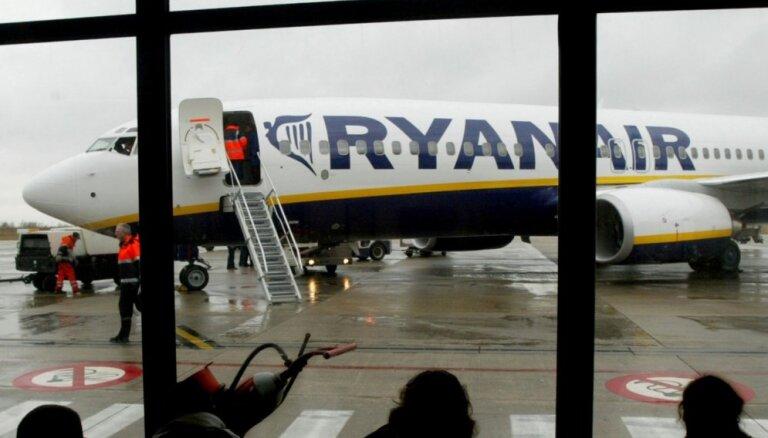 Pēkšņa gaisa spiediena samazināšanās dēļ 'Ryanair' lidmašīna veikusi ārkārtas nosēšanos