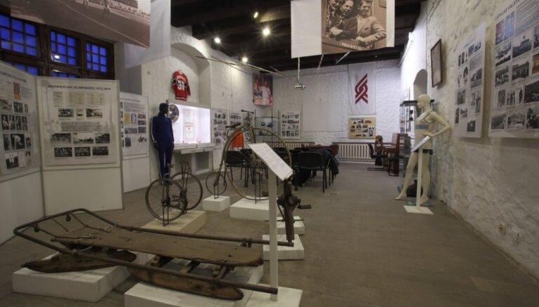 Latvijas sporta lepnumu uzturot. Latvijas Sporta muzejam - 25