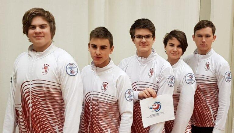 Latvijas junioru kērlinga izlase ar uzvarām sāk cīņu par iekļūšanu elitē