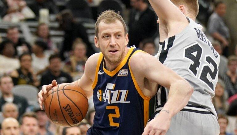 Bertānam astoņi punkti, 'Spurs' zaudējot 'Jazz'