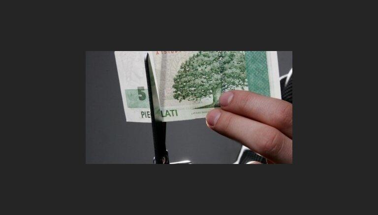 'Deutsche Bank' piedāvā devalvēt Baltijas valūtas par 15%
