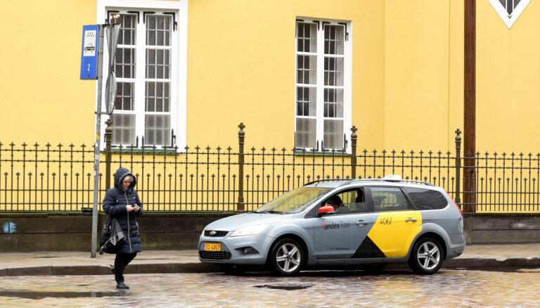 Slēgs taksometru stāvvietas Rīgā – tās bez maksas varēs izmantot ikviens