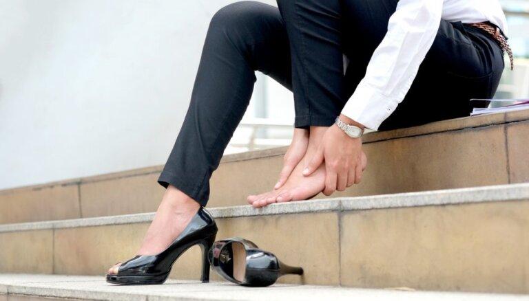 Три простых и эффективных способа растянуть обувь, которая вам жмет
