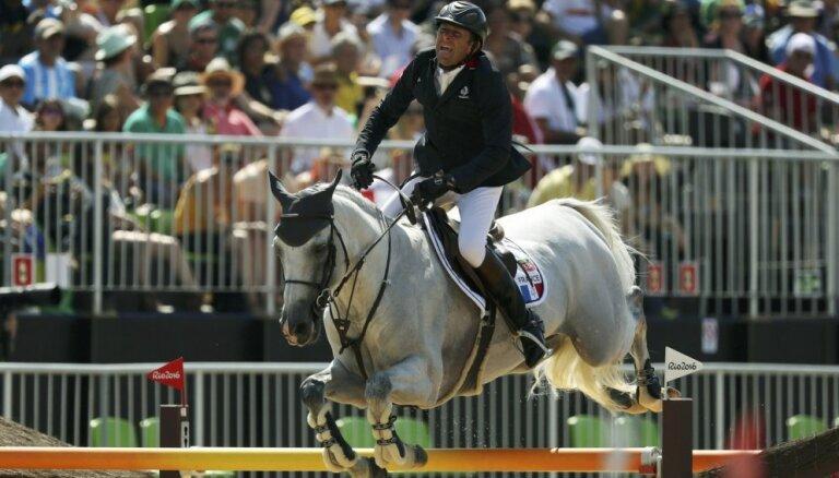 Francijas jātnieki uzvar olimpiskajās komandu sacensībās konkūrā