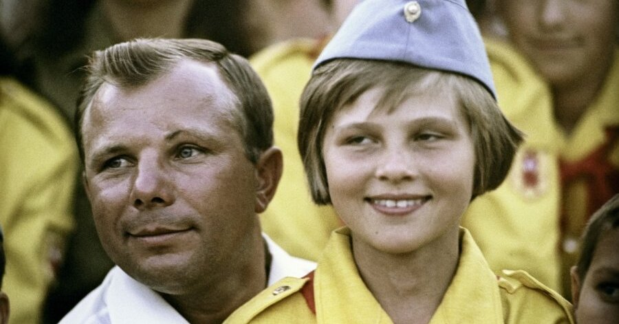 Юрий Гагарин и дети